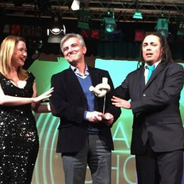 Busuttil gets the 'knot' award at Comedy Nights, after losing out to some cold pie malta, Comedy knights malta